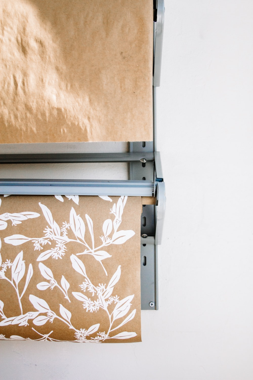 beige and white floral mat