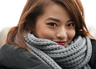 women's gray knit scarf