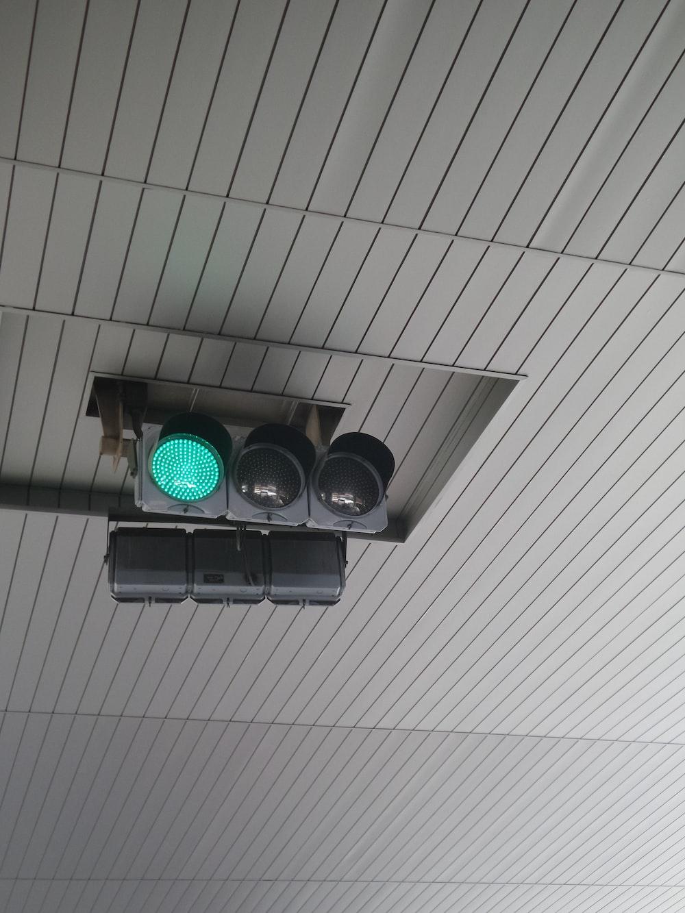 traffic light displaying green