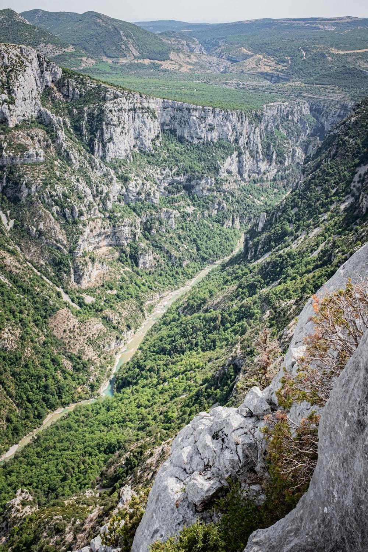 valley between mountain