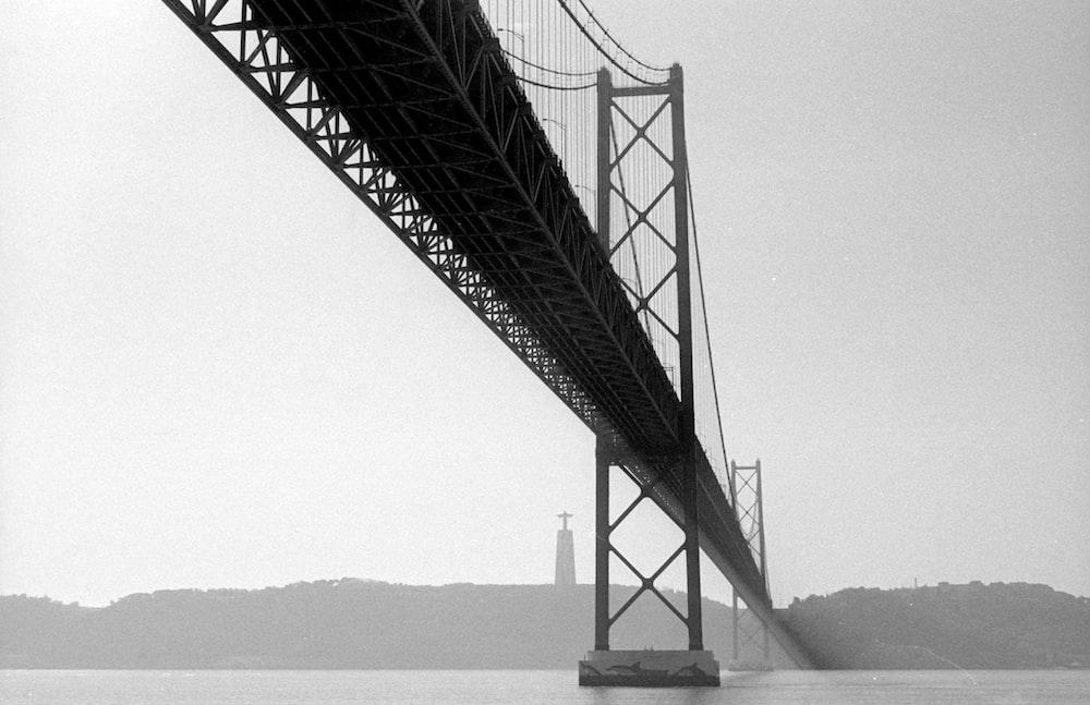 monochrome image of Ponte 25 de Abril