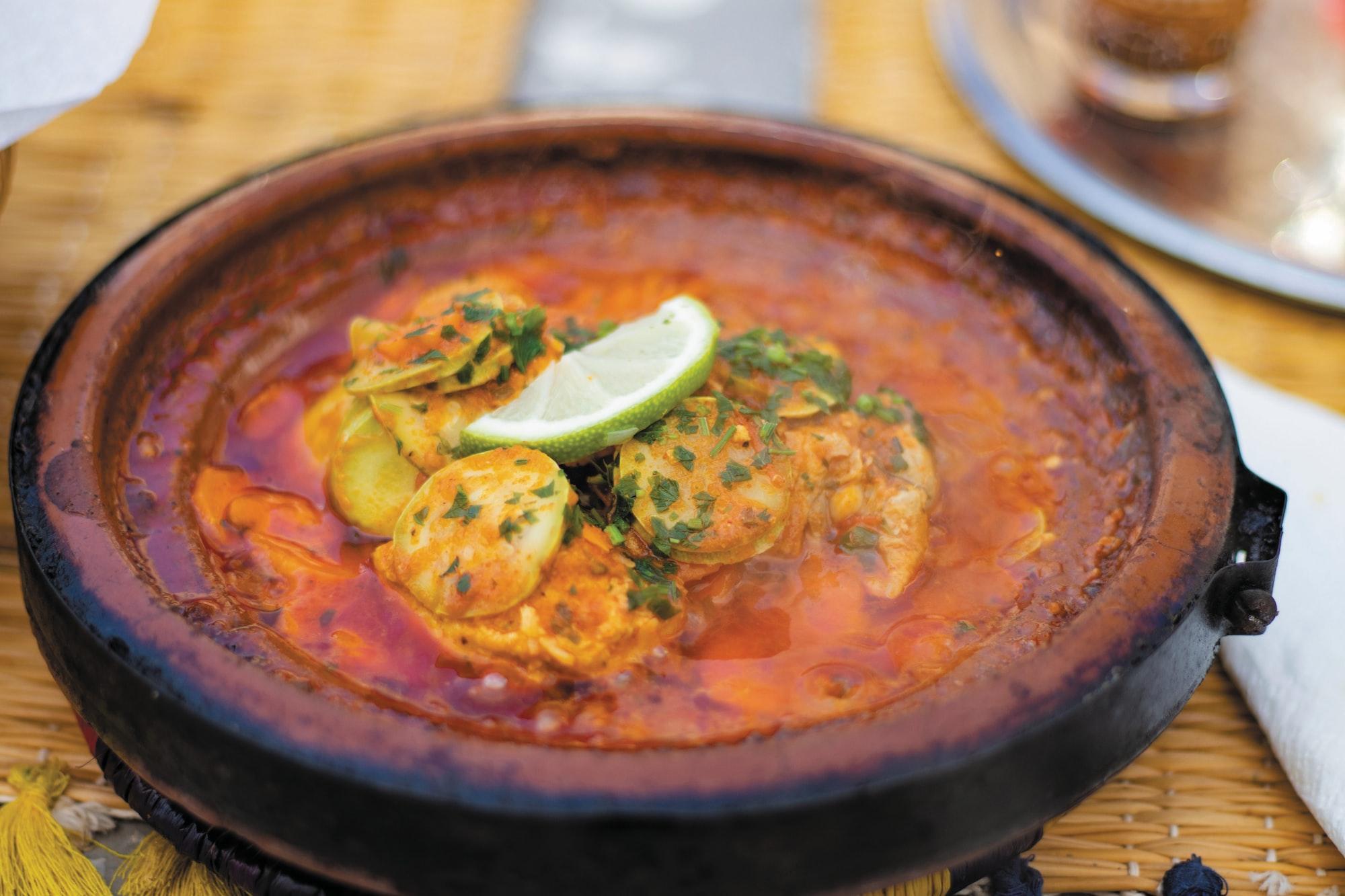 Visschotel met tomaat en paprika
