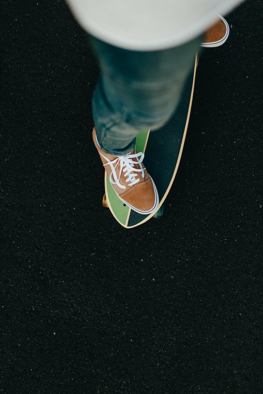 unpaired brown Vans shoe
