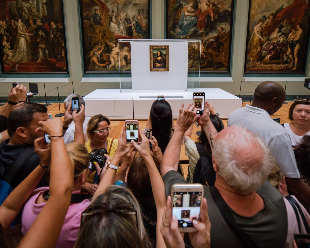 Mona Lisa being besieged by hundreds of Tourists just waiting for 60 seconds of time in front of this picture. Paris Picdump #3 Louvre