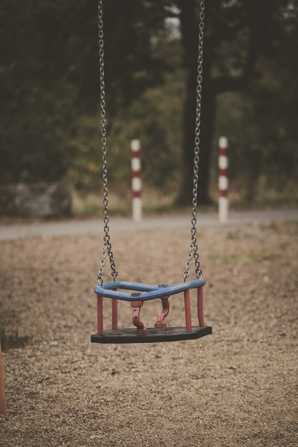 brown, red, and white metal swing macro photography
