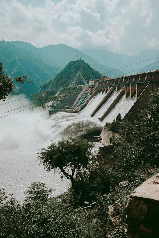 water dam viewing mountain during daytime
