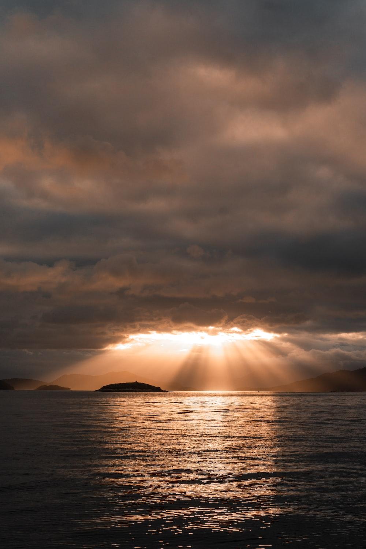 sunrays over sea