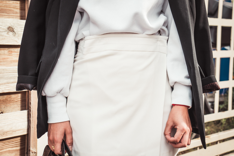 スーツのスカートがゆるいときの対処法 スリットの止め糸の扱い方