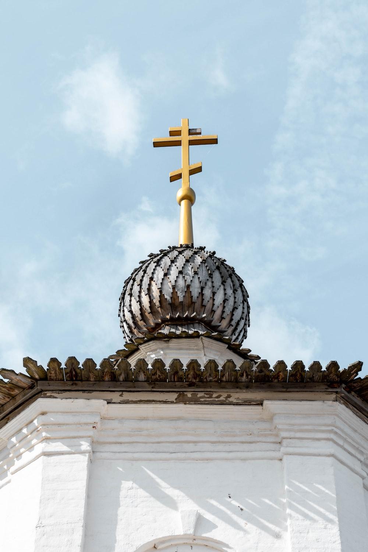 白と茶色の大聖堂