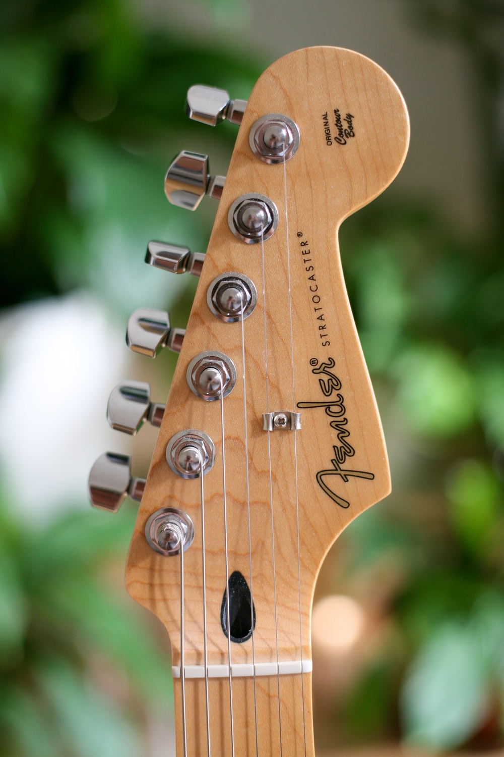 photo of brown fender electric guitar head