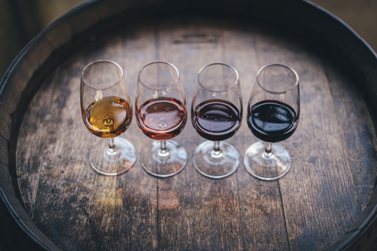 vino, four wine glasses