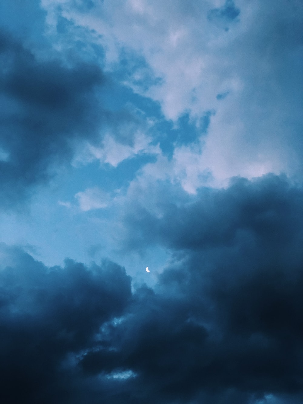 low-angle photography of nimbus clouds