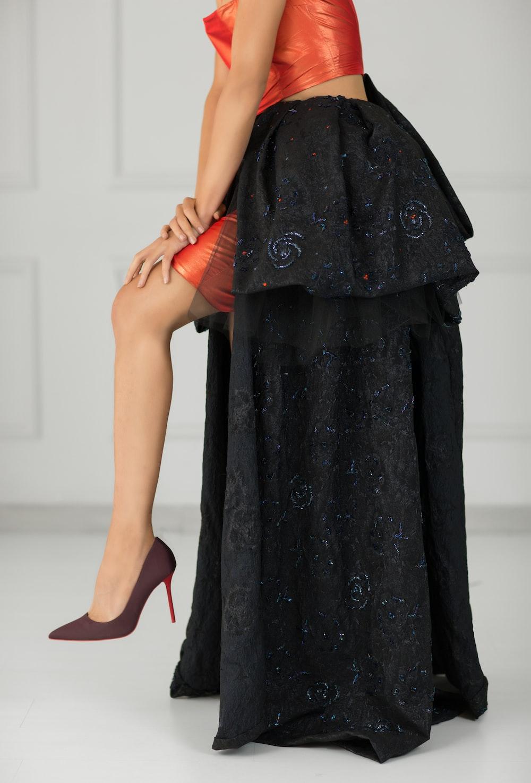 woman wearing black maxi skirt