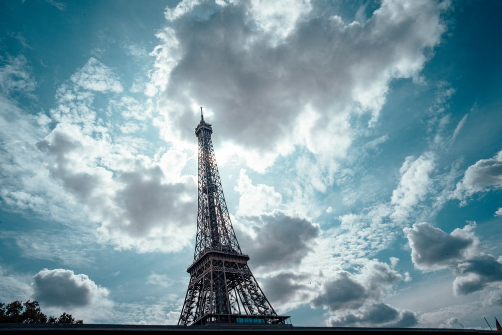 Eiffel tower at daytime close-up photography