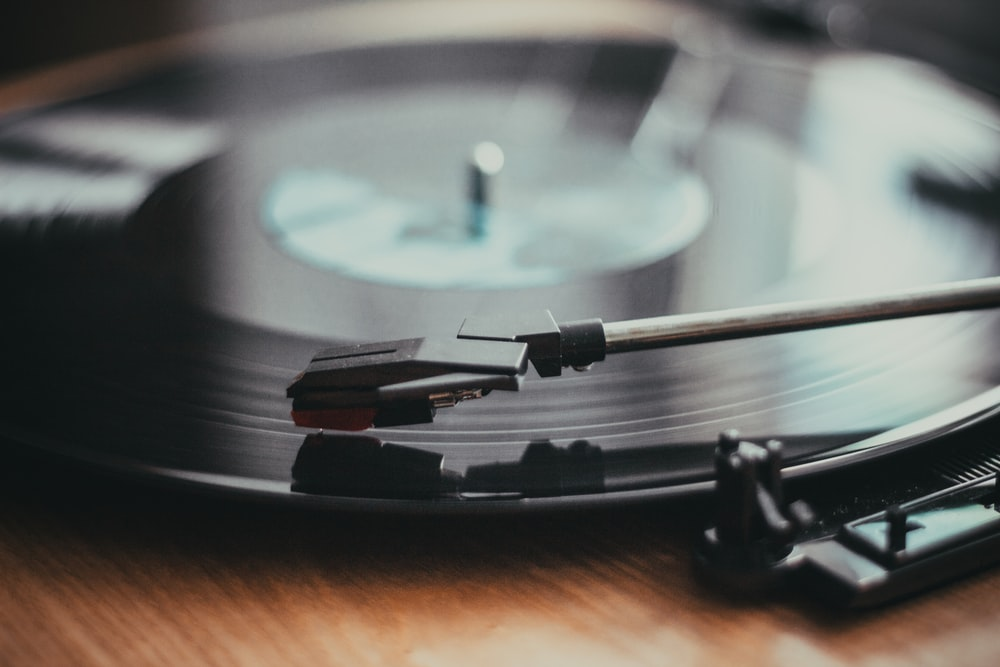 black and brown turntable