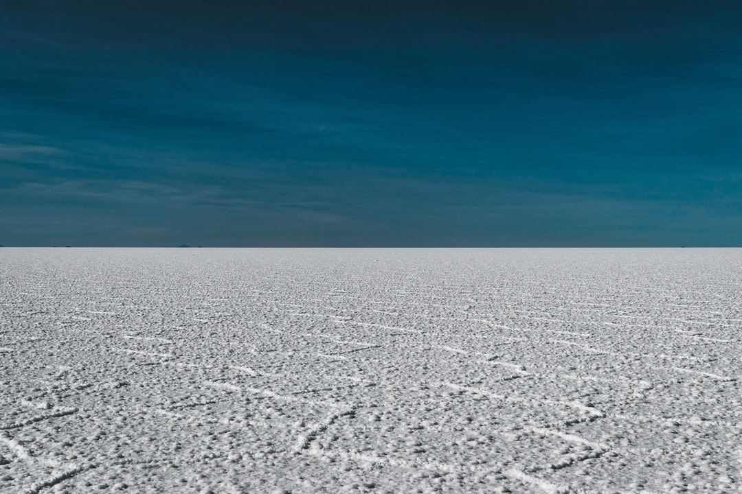 Unreal salt flat in Bolivia (Salar de Uyuni) - by Jan Kronies