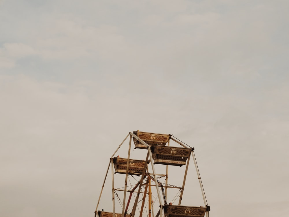 photo of brown and white Ferris Wheel