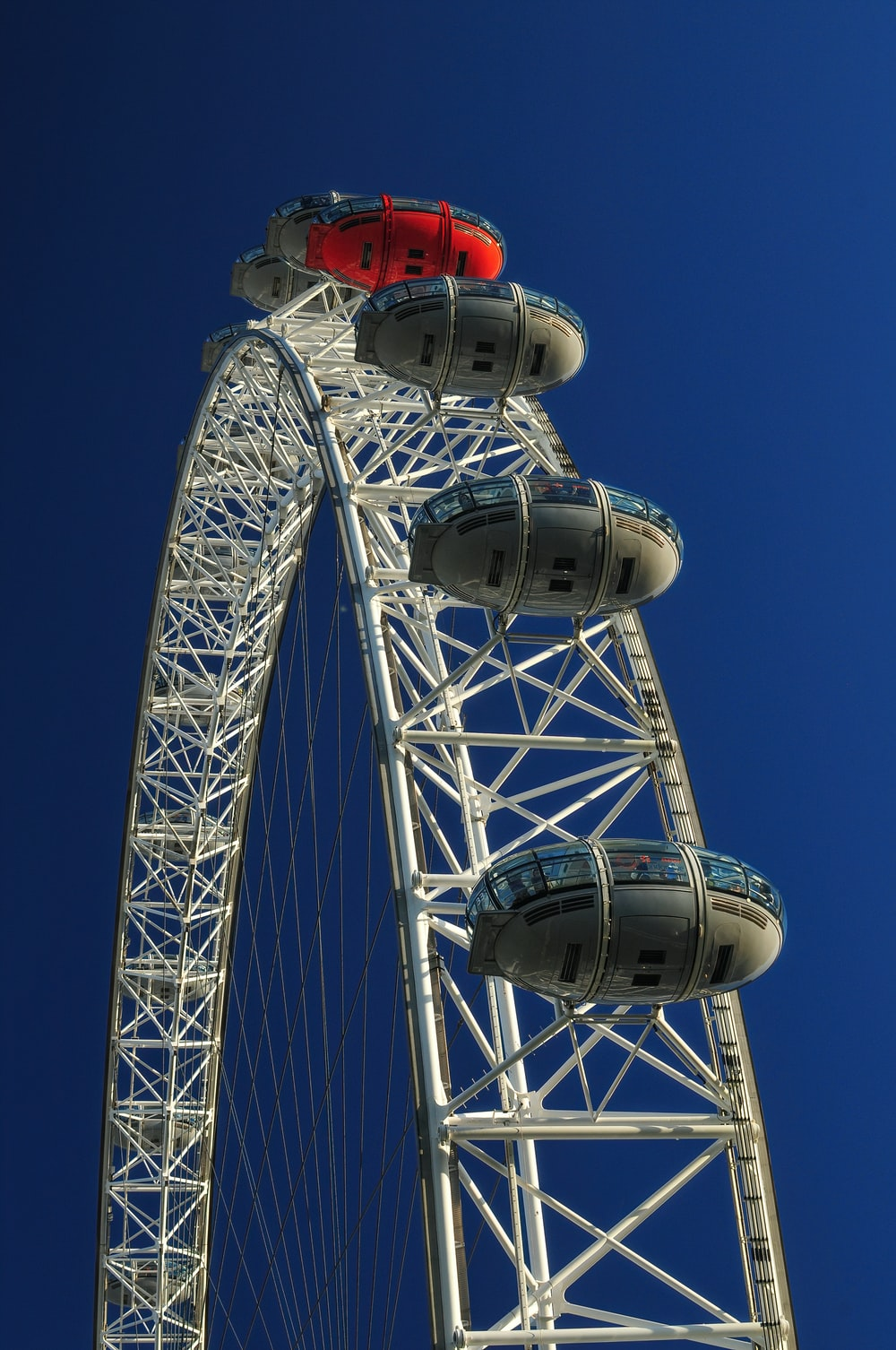 photo of white and red Ferris Wheel