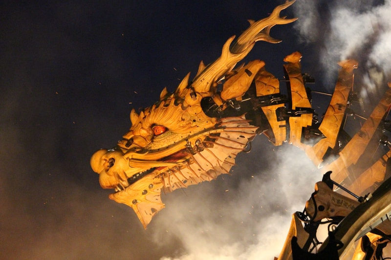 yellow dragon robot graphic