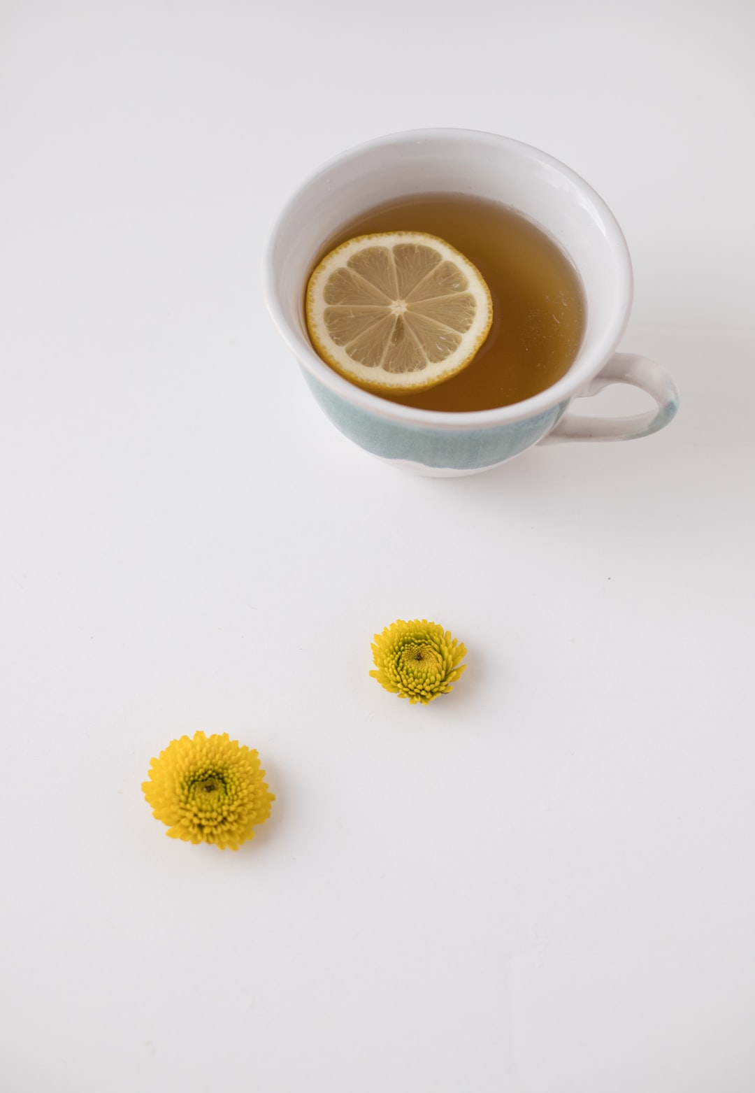 Tea with lemon and yellow flowers