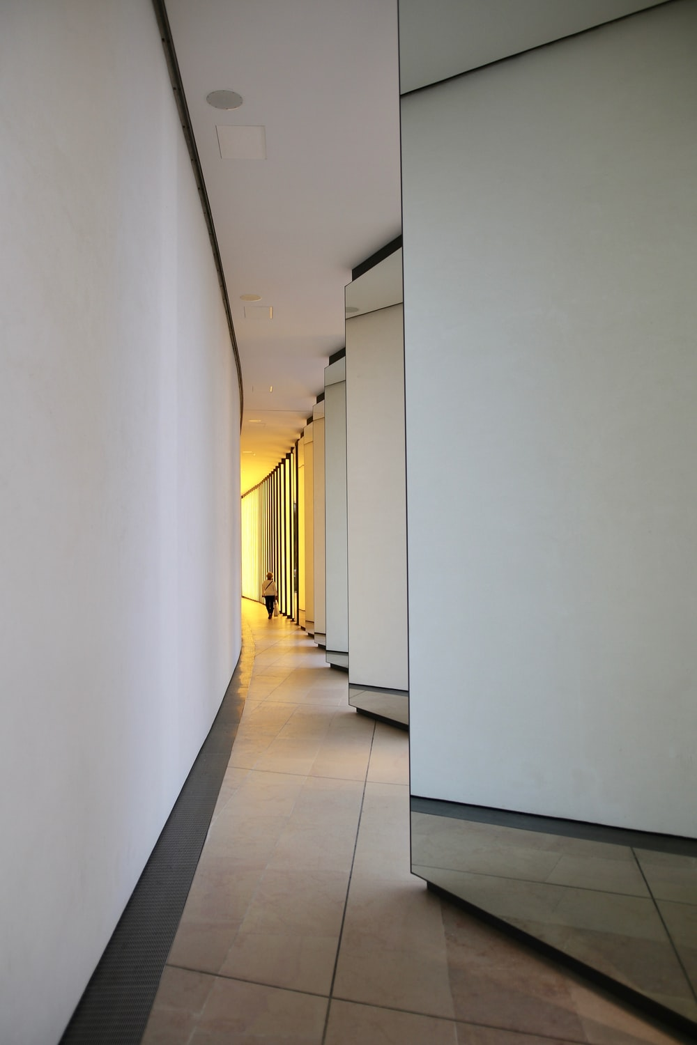closeup photography of hallway