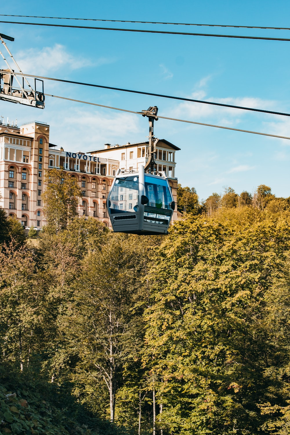 gray and white cable car