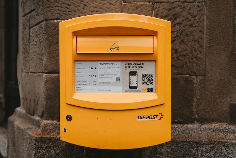yellow Die Post mail box