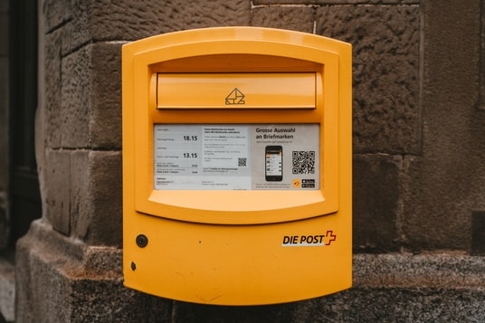 yellow Die Post mail box