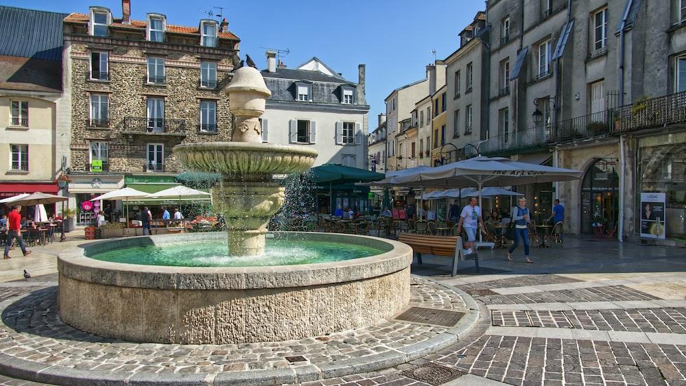 outdoor round fountain