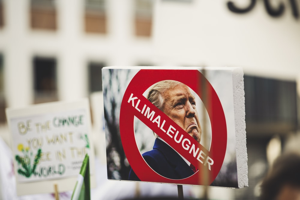 Donald Trump photo with klimaleugner sign