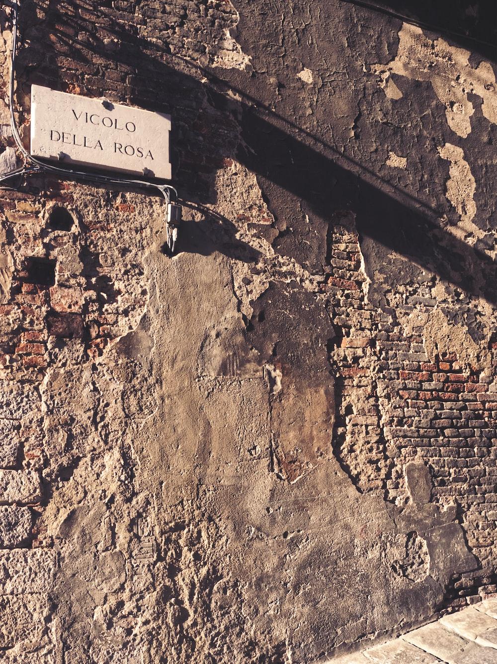 Vicolo Della Rosa signage