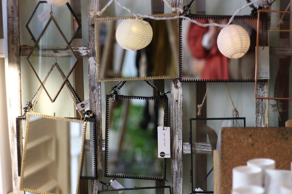 hanged lantern lamps