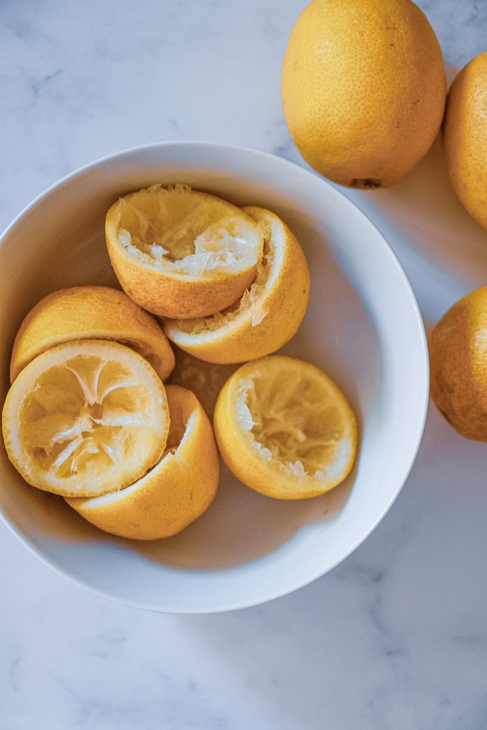slices of yellow lemons
