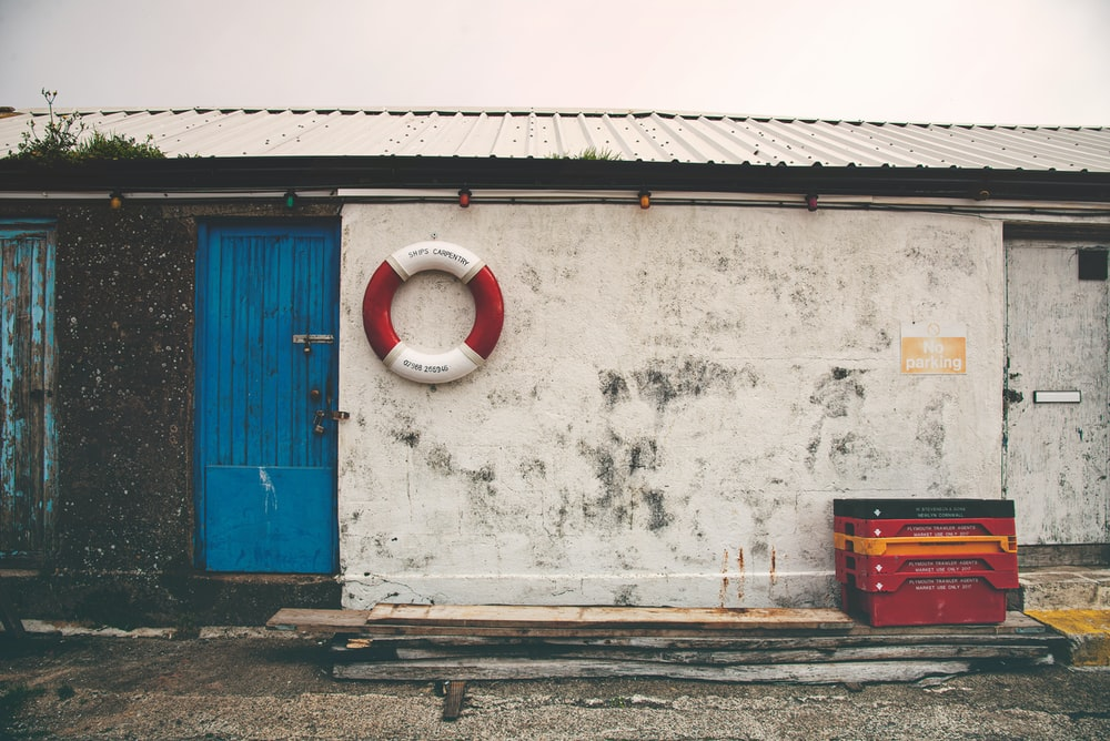red and green life buoy