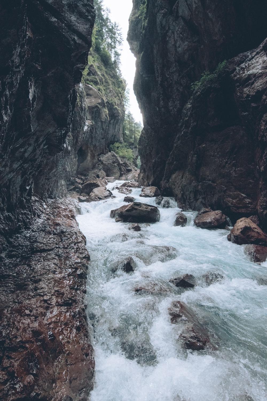 river in between rocks