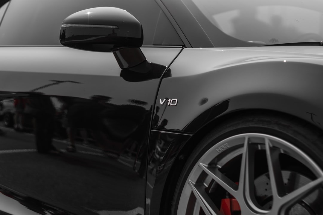 R8 V10