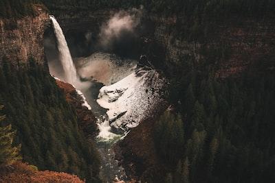 Rocky Mountains in Autumn - by Jan Kronies