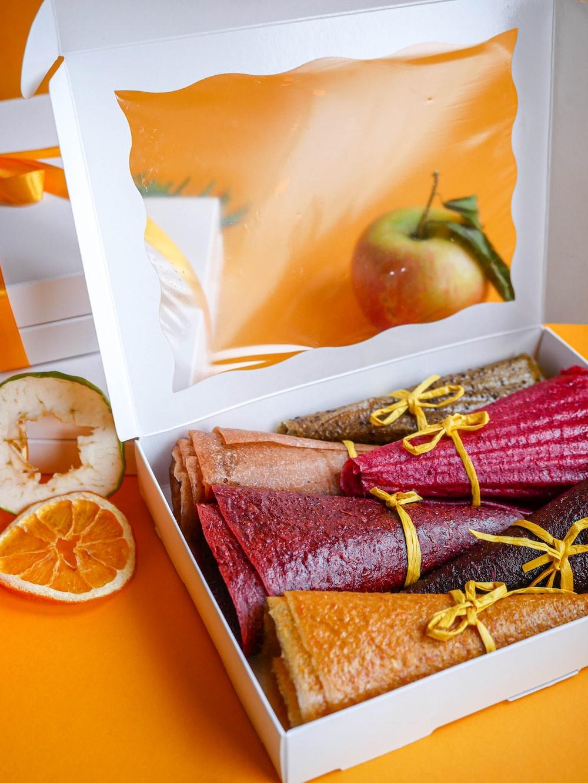 box of dessert