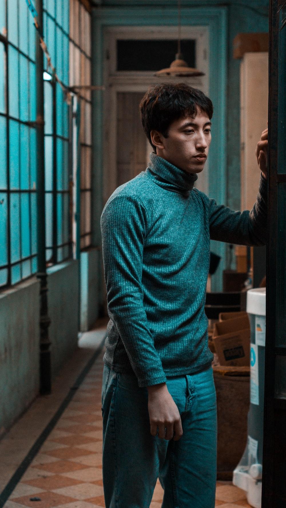 men's gray turtle neck sweater