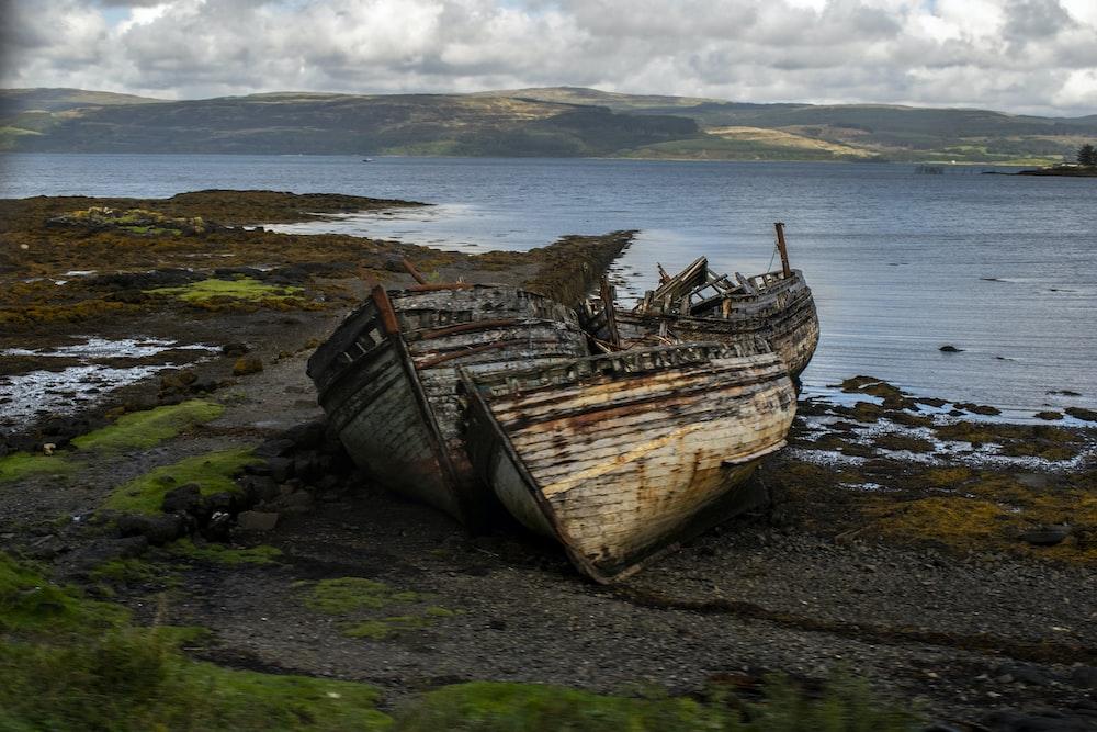 wrecked boat on shore digital wallpaper