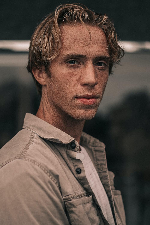men's gray polo shirt close-up photography