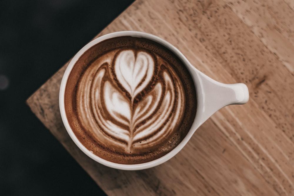 white ceramic mug close-up photography