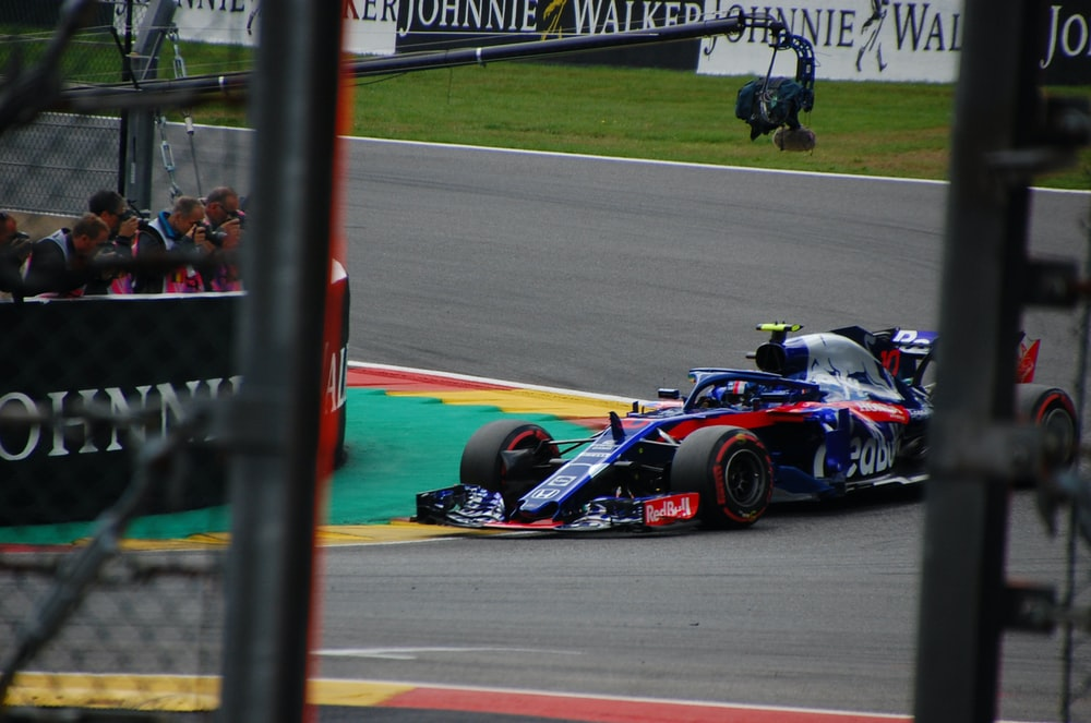 blue and red F1 race car