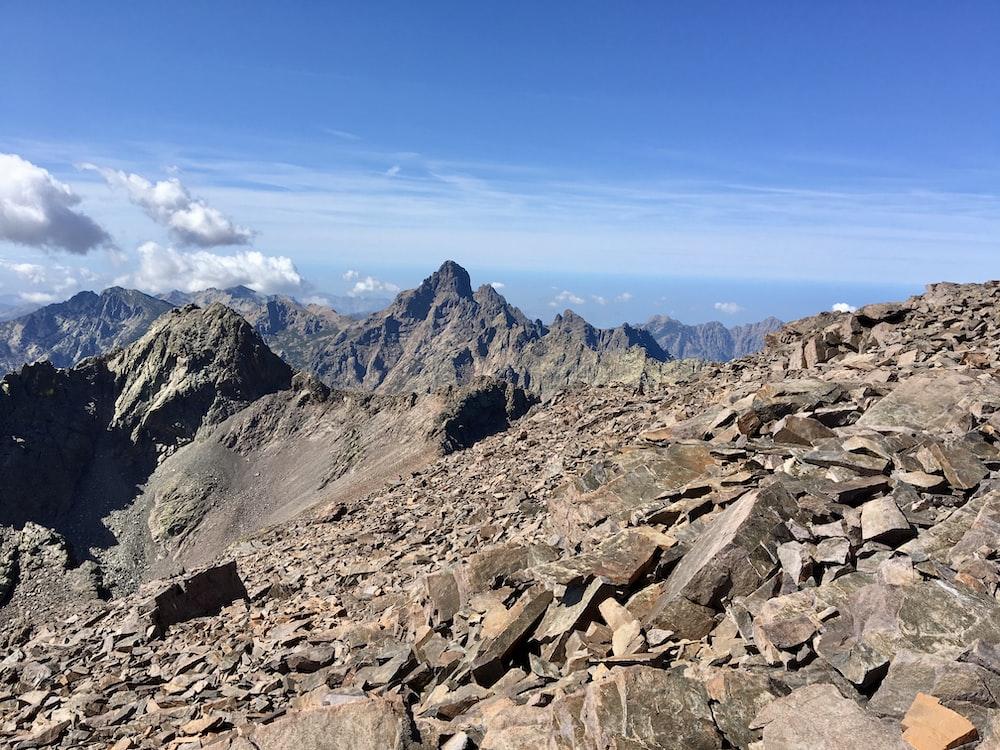 fault-block mountain during daytime