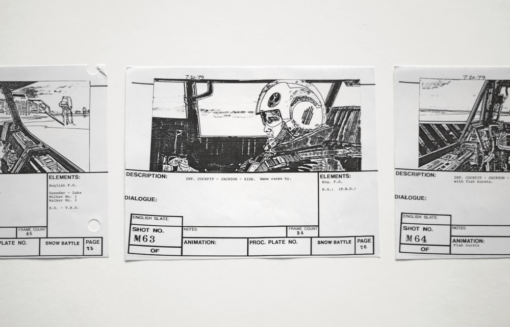 gambar sketsa di kertas dalam pembuatan storyboard