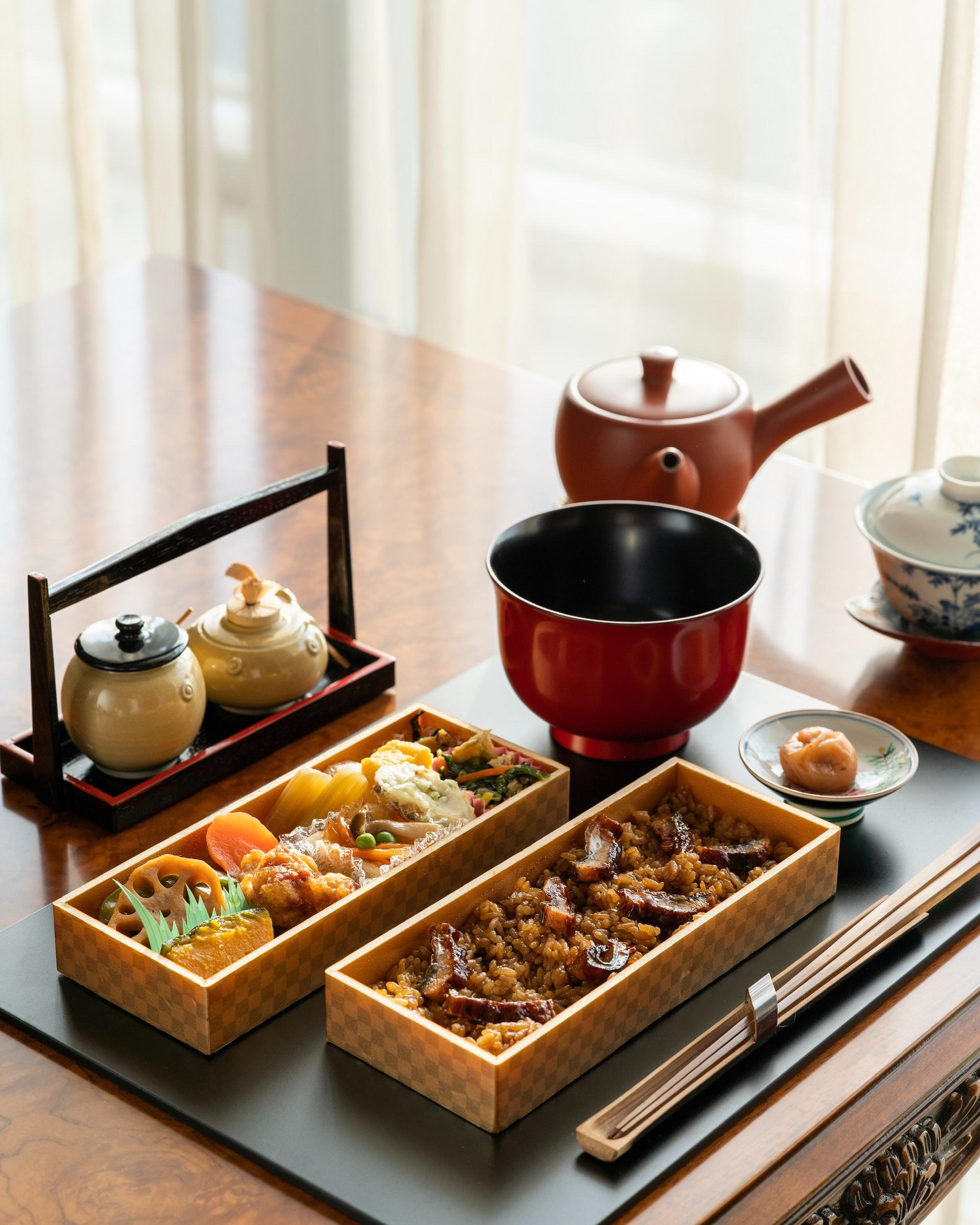 """Hitsumabushi Bento : chopped kabayaki eel on rice """"Hitsumabushi"""" is famous dish in Nagoya area. It is close to """"Teriyaki"""" taste."""