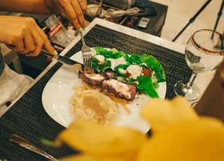 person slicing the dish photography