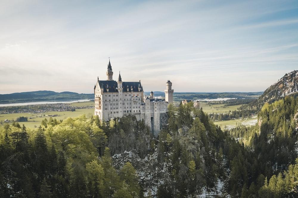 white neuchswanstein castle