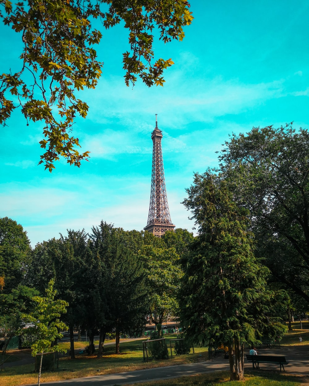 close-up photography of Eiffel Tower