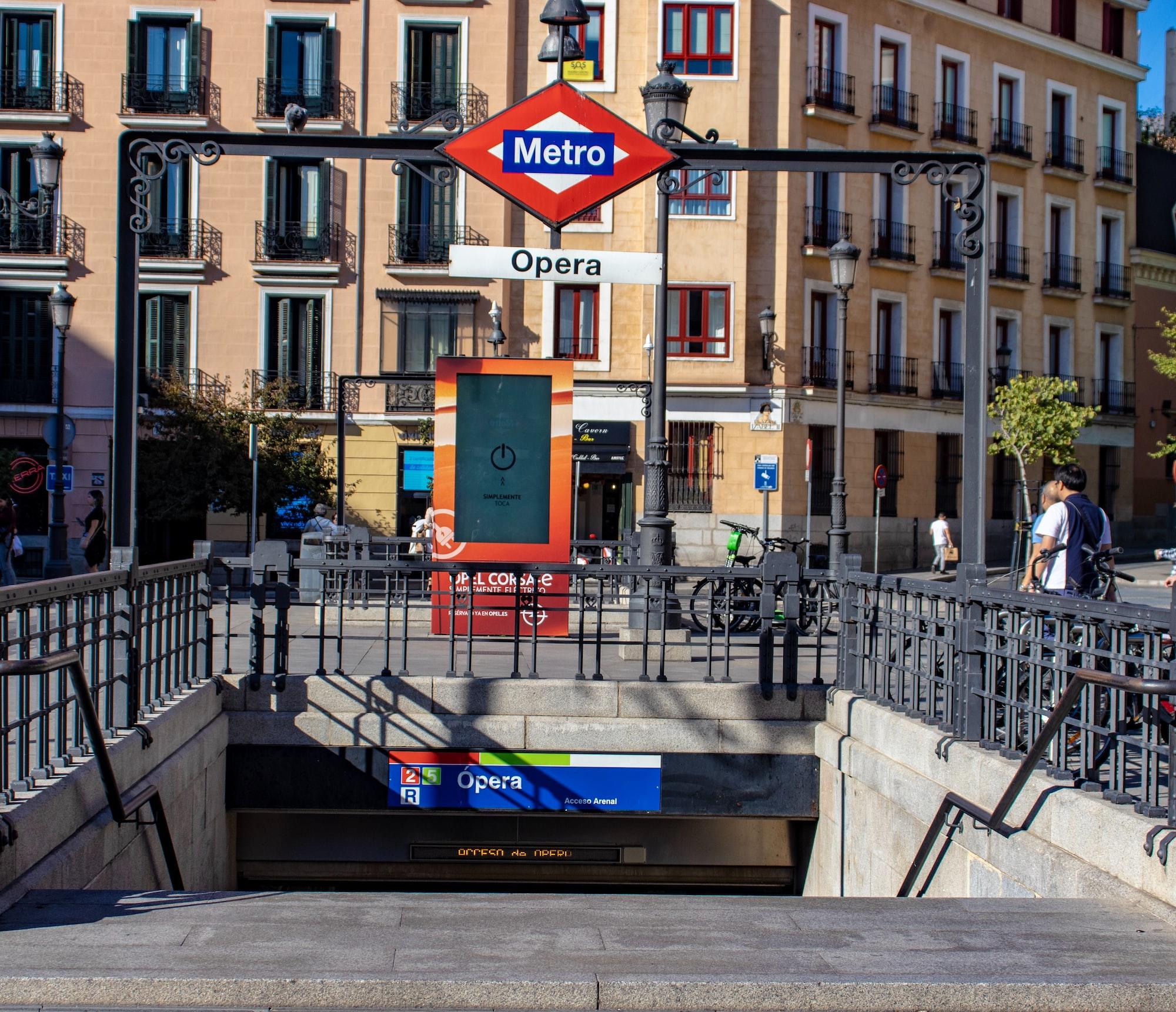 Madrid, Opera metro entrance